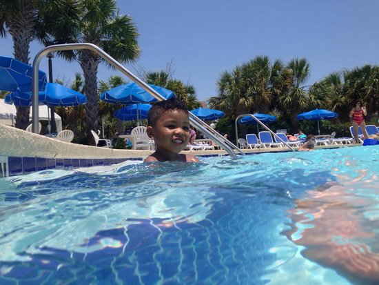 Plantation Resort: In the big pool!!