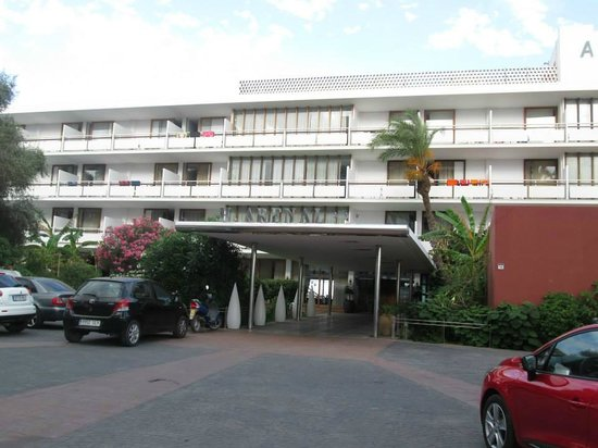 Hotel Arenal: Main entrance