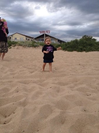 Waves Oceanfront Resort: Granddaughter enjoying the beach