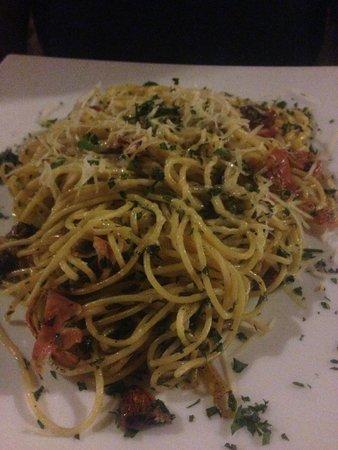 Pizzeria & Spaghetteria Storia: Fig and Prosciutto Pasta