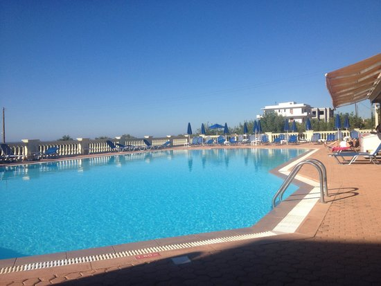 Notos Heights Hotel & Suites: Pool view