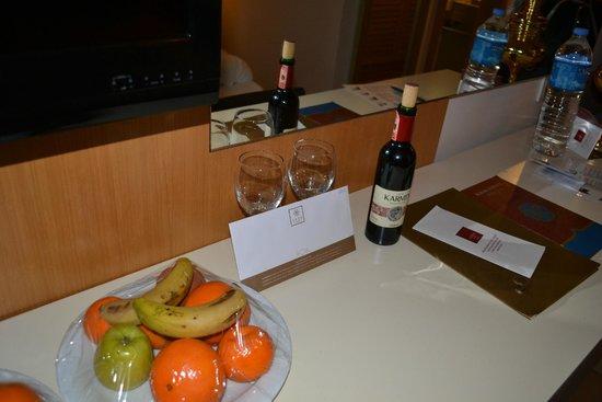 Akka Alinda Hotel : За многократное посещение отеля сразу подарок в номер - фрукты и вино :-)