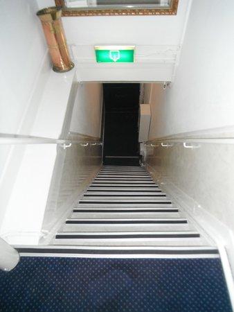 Prinsenhof: Escadas muito inclinadas e com degraus pequenos