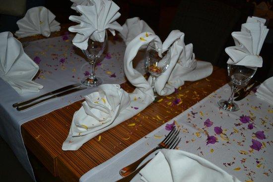 Akka Alinda Hotel : Так оформили стол для нашей именинницы
