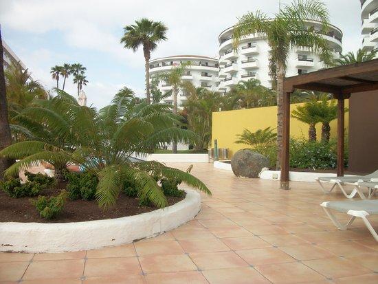 SENTIDO Gran Canaria Princess: well kept pool area