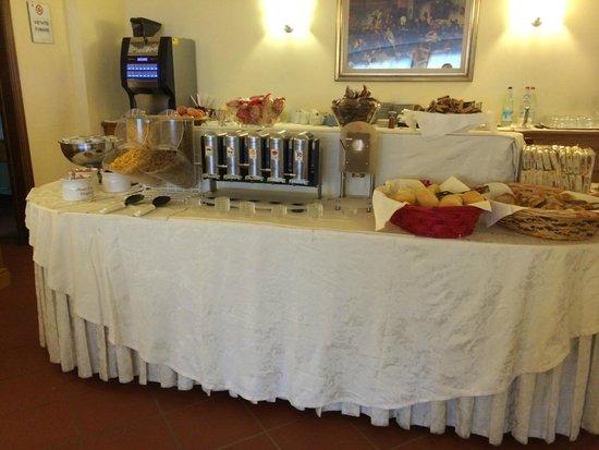 Hotel Napoleon: Breakfast