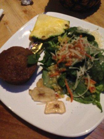 Duke's Kauai : Salad bar for dinner