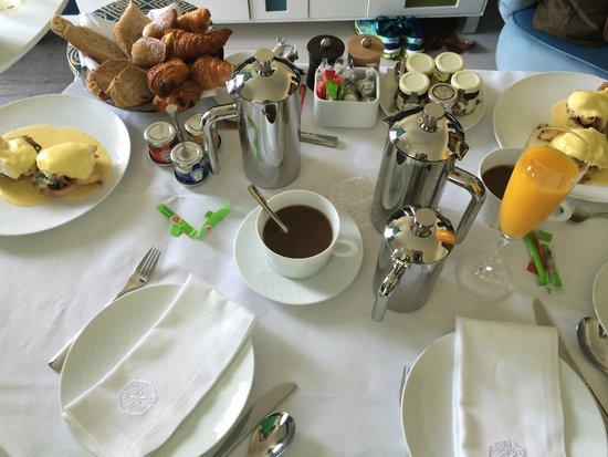 Hotel de Paris Saint-Tropez: Room service breakfast spread
