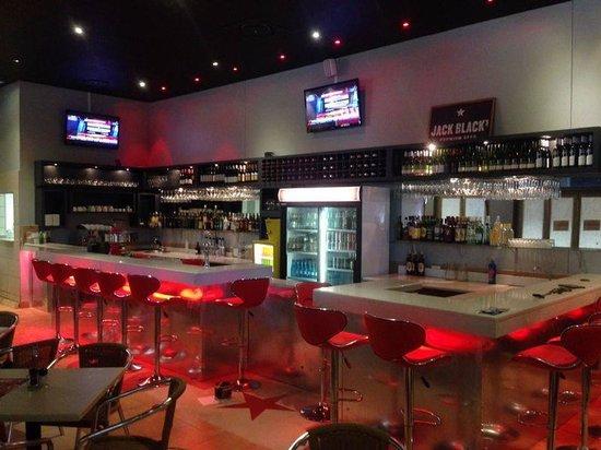 E-Street. Cafe. Bar. Restaurant : Bar with live sport broadcast every weekend