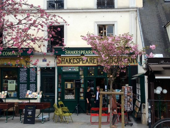 Librairie Shakespeare and Company : Blooming Shakespeare and Company