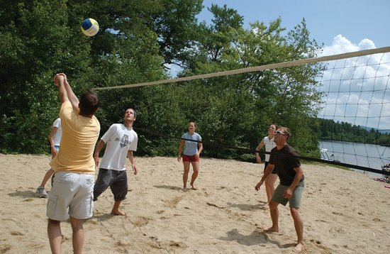 Danforth Bay Camping & RV Resort: Volleyball activities
