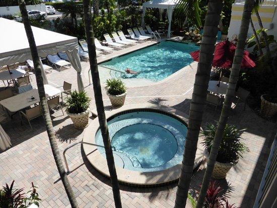 Villa Venice Men's Resort : Villa Venice pool & hot tub
