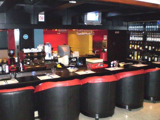 Aspen Suites Hotel: bar