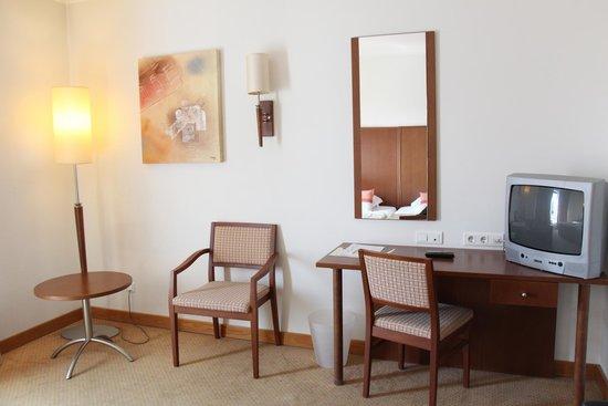 Cinquentenario Hotel: hotel room