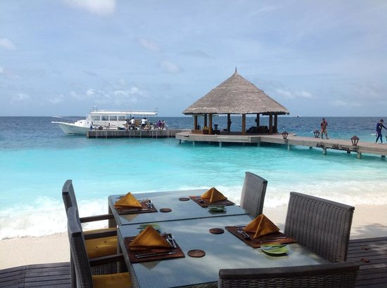 Angsana Ihuru: Lunch at the seaside