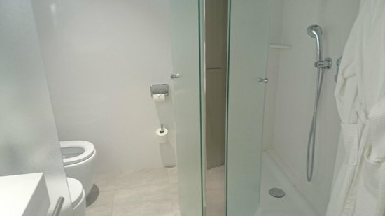 Crowne Plaza Barcelona - Fira Center: ванная
