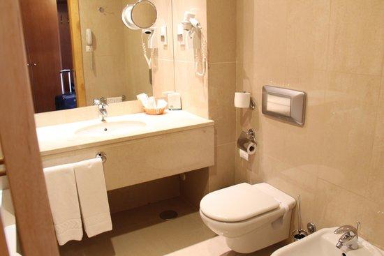 Cinquentenario Hotel: Bathroom
