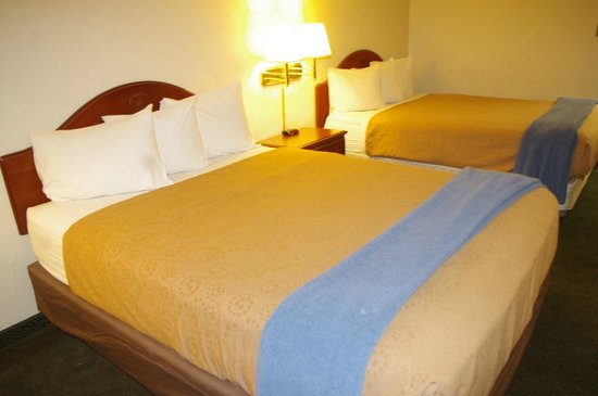 Caravan Inn: Standard Room with 2 Queen Beds