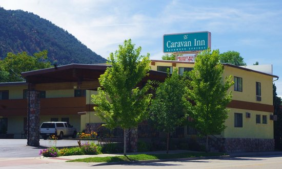 Caravan Inn: Front of Property