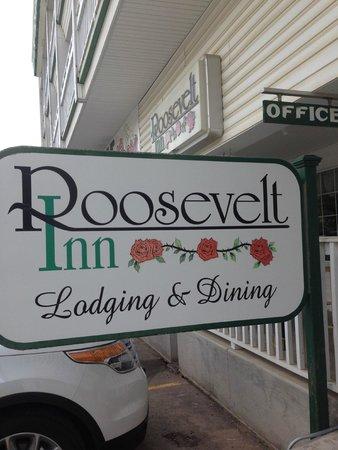 Roosevelt Inn: Outside Hotel Sign