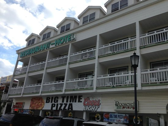 Roosevelt Inn: Front of Hotel