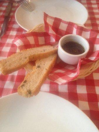 Appetito Trattoria: Bread & olive oil
