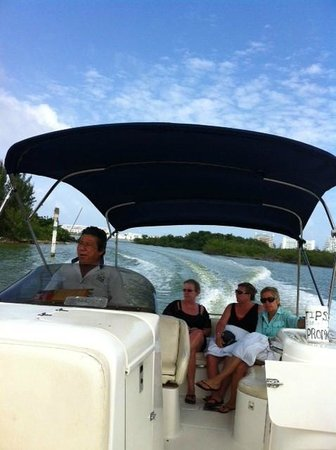 Sunset Marina Resort & Yacht Club: Boat ride to sister beach