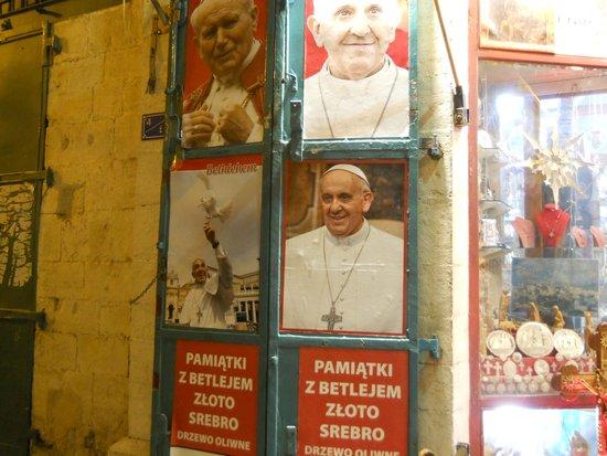 Saint Gabriel Hotel: cartazes perto do hotel