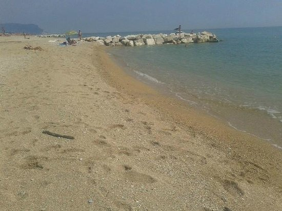 Village Hotel Paradise: spiaggia libera