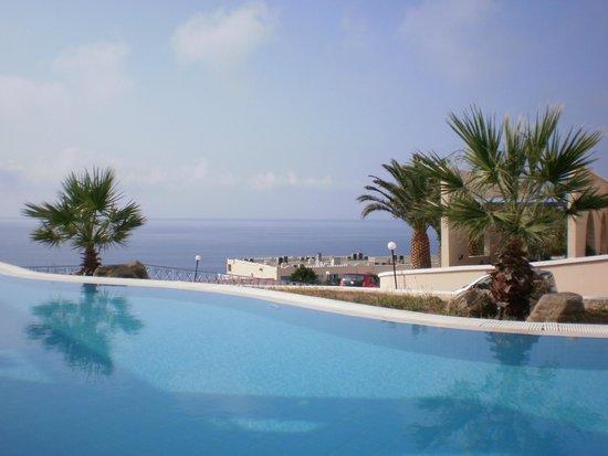 Mitsis Family Village Beach Hotel: piscina riservata alle family rooms