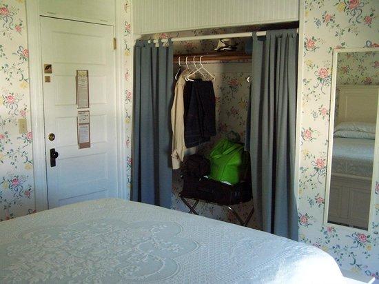 Higgins Beach Inn: large closet