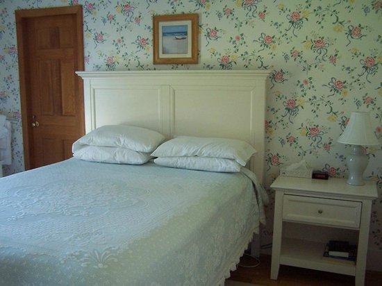 Higgins Beach Inn: Queen bed