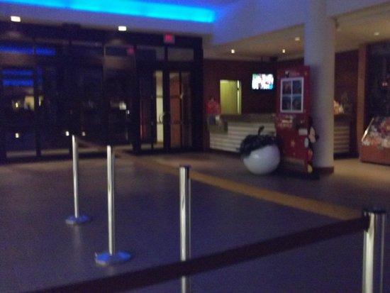 Radisson Hotel Orlando - Lake Buena Vista: Entrada para Recepção