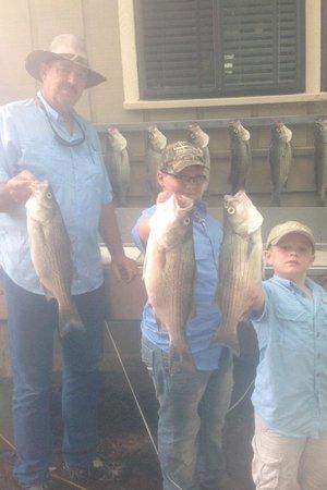 Let's Go Fishing AR : Family fun. Boys & their bass