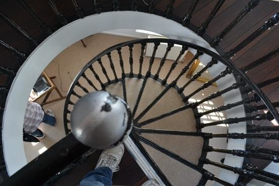 Rye Windmill B&B : view down the Windmill Suite spiral staircase