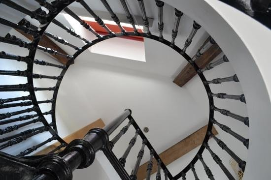 Rye Windmill B&B : View up the Windmill Suite spiral staircase