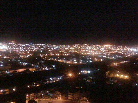 Quality Hotel Manaus: Vista noturna de Manaus