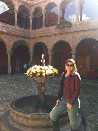 Hotel Costa Del Sol Ramada Cusco: Entrada do hotel - Entre a recepcao e a área dos quartos