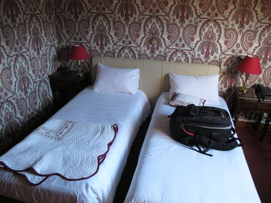 Hotel Le Plantagenet : petits lits