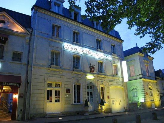 Hotel Le Plantagenet : la façade le soir