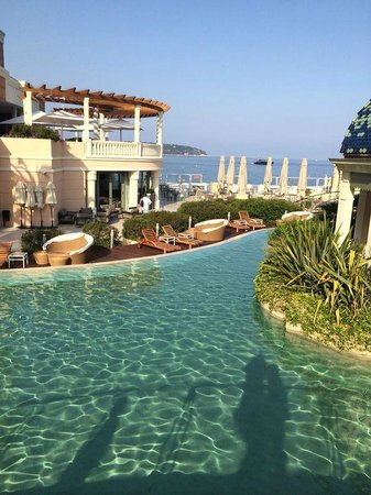 Monte-Carlo Bay & Resort: the pool