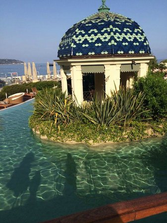 Monte-Carlo Bay & Resort: pagoda by the pool
