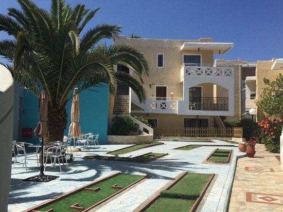 Kastalia Village & Saint Nikolas Hotel: Campo da minigolf