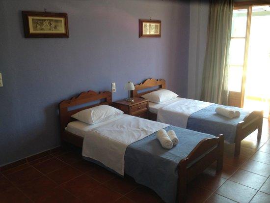 Cengo-Mely: Room