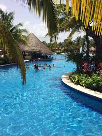 Valentin Imperial Maya: Great view of pool and swim up bar....