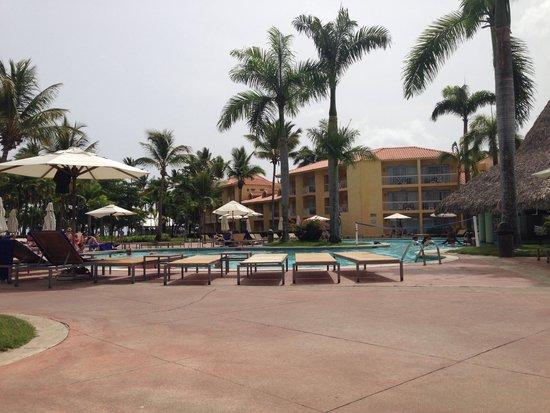 VH Gran Ventana Beach Resort: Part of the pool