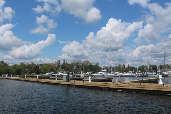Sleepy Hollow Bed & Breakfast: These are the new docks in the Gananoque Marina.