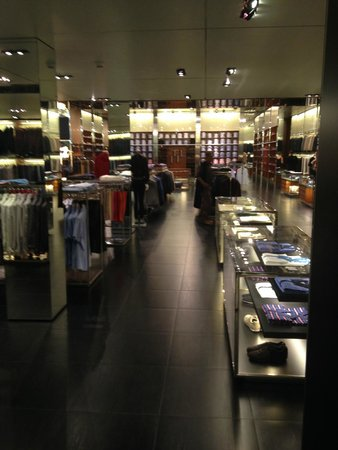 Prada Outlet (Space): Beautiful clothes at staggering prices