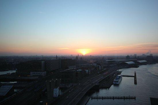 Mövenpick Hotel Amsterdam City Centre : Vue depuis la chambre, au 19e étage