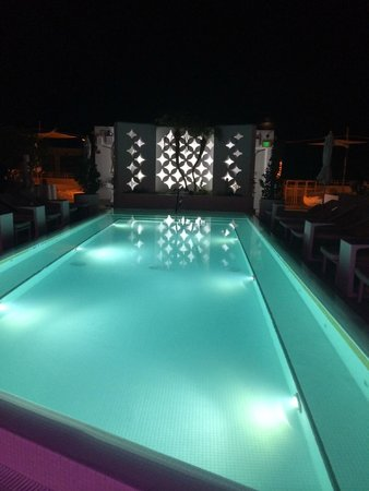 Dream South Beach: Rooftop pool at night